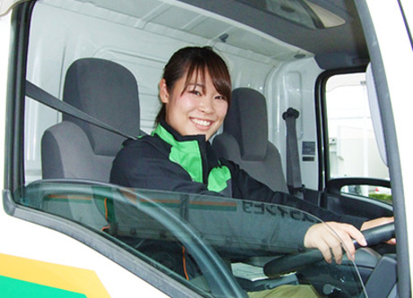 準中型免許があれば未経験でもOK!充実した待遇で始められる2・4トンドライバーの募集です。